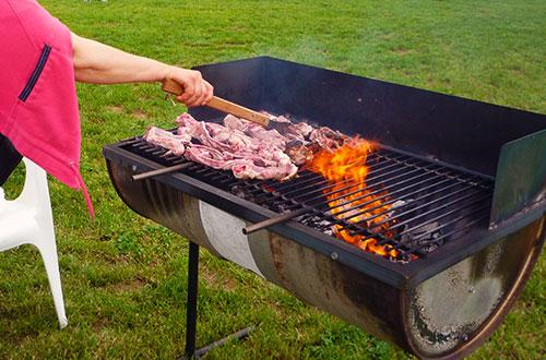 Poggio dei coniglietti area picnic barbecue eventi catering tavoli per mangiare - Area tavoli picnic barbecue roma ...